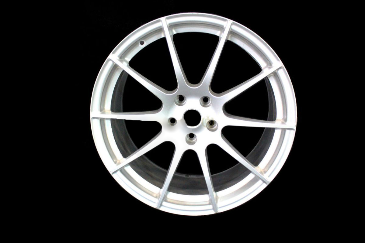 MCLAREN P1 FRONT 10 SPOKE ALLOY WHEEL 9.5 X 19 - SILVER