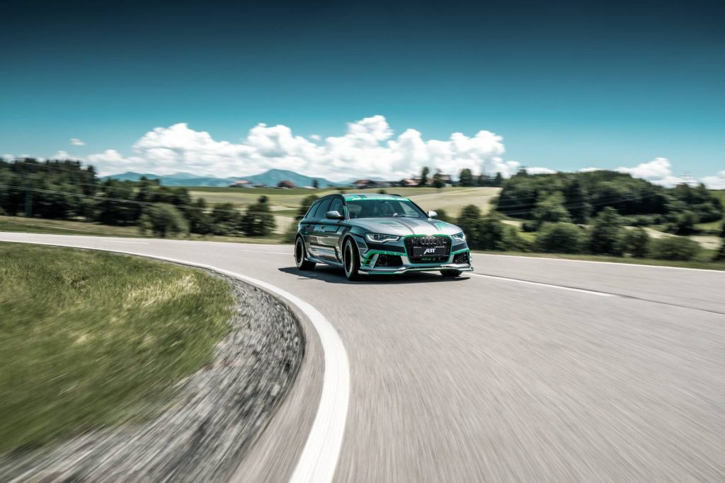 ABT_RS6-E_Concept_driving_9