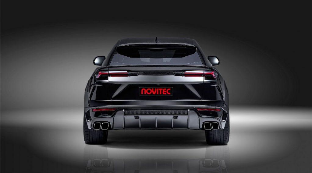 Black-Lamborghini-Urus-Rear