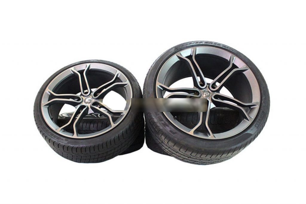 MCLAREN LIGHT WEIGHT STEALTH ALLOY WHEELS WITH DEMO TYRES (1)