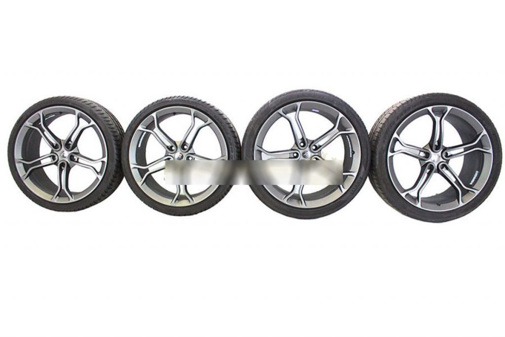 MCLAREN LIGHT WEIGHT STEALTH ALLOY WHEELS WITH DEMO TYRES (3)