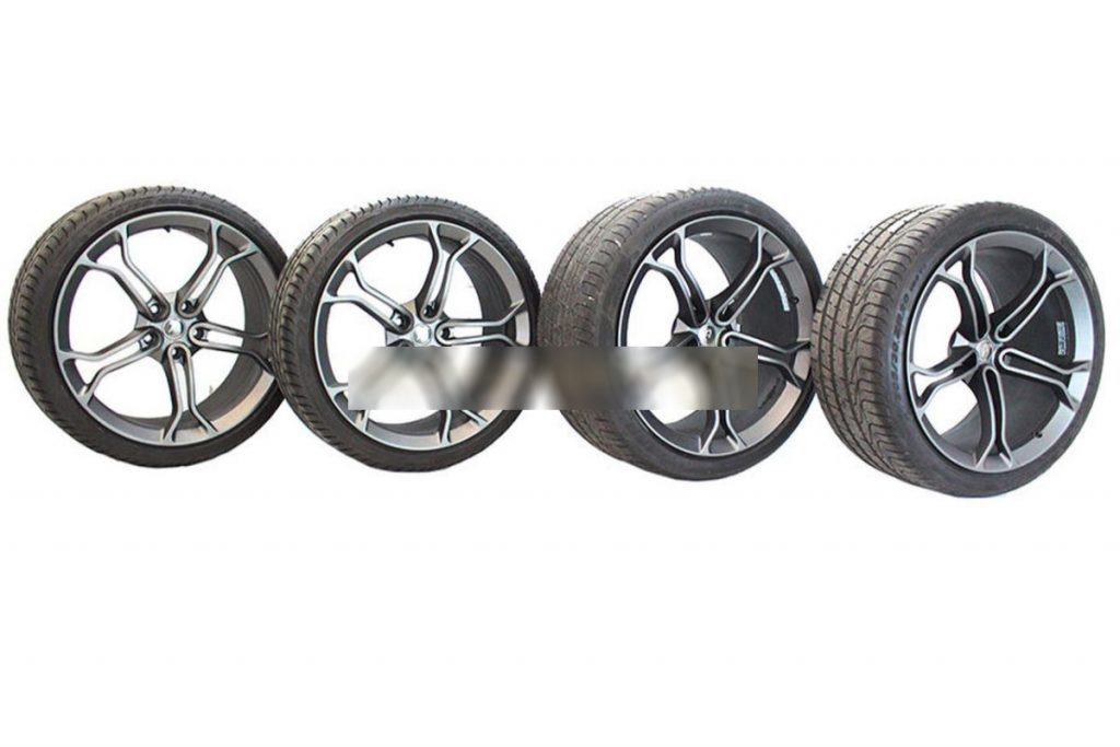 MCLAREN LIGHT WEIGHT STEALTH ALLOY WHEELS WITH DEMO TYRES (4)