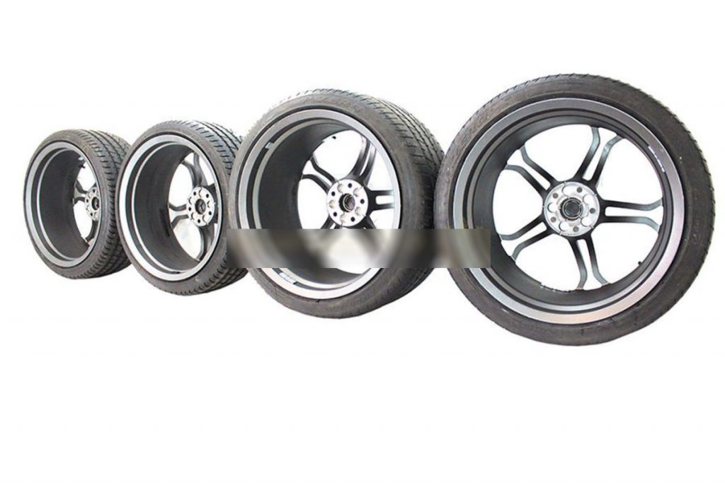 MCLAREN LIGHT WEIGHT STEALTH ALLOY WHEELS WITH DEMO TYRES (5)