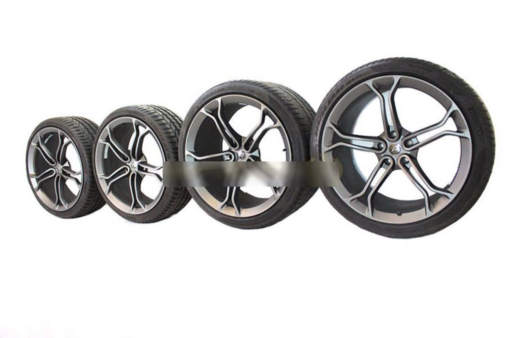 MCLAREN LIGHT WEIGHT STEALTH ALLOY WHEELS WITH DEMO TYRES (7)