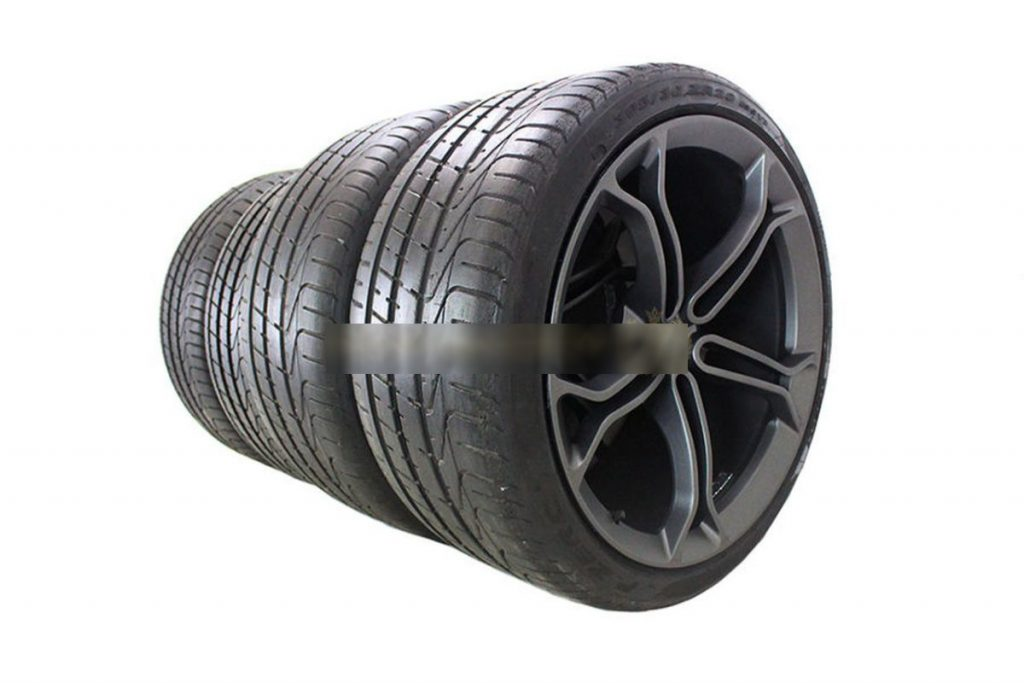 MCLAREN LIGHT WEIGHT STEALTH ALLOY WHEELS WITH DEMO TYRES (9)