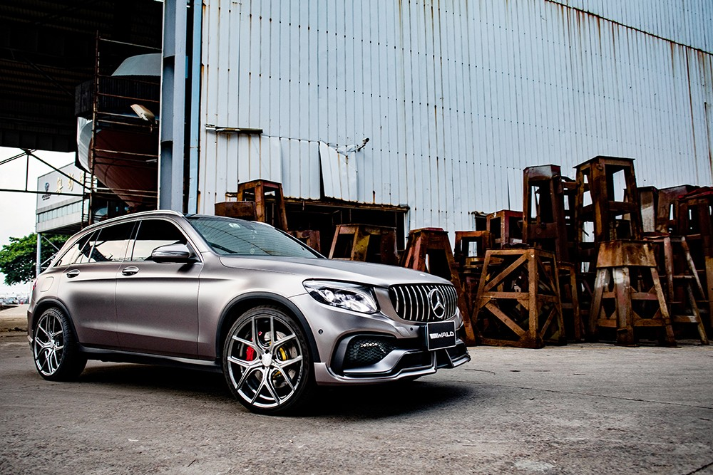 mercedes-glc-class-black-bison-tuned-by-wald-has-a-nose-implant_3